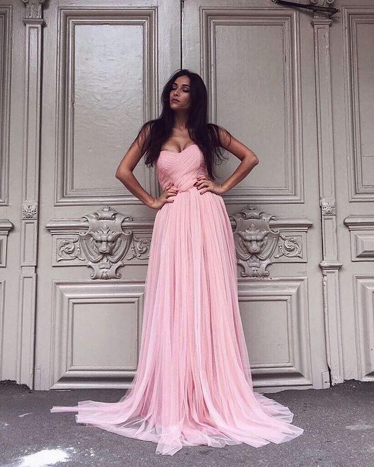 Розовое свадебное платье Cloud от Boom Blush напоминает по стилю и силуэту свадебные платья 2017 от Hayley Paige (Хайли Пэйдж), Vera Wang (Вера Вонг) и Watters (Ваттерс). Эксклюзивно в Фата и Перья СПБ. Подходит для тех у кого свадьба в стиле лофт, рустик, бохо, марсала, шебби шик, прованс, тиффани, ретро, париж, эко, сказка.