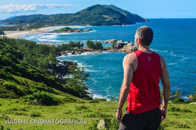 Em Santa Catarina, é possível fazer uma trilha incrível entre os municípios de Imbituba e Garopaba. Um dos recantos mais incríveis é a Praia da Ferrugem.