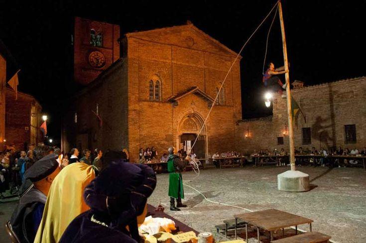 Rivivi tra i monti Sibillini l'antico fascino del Medioevo: scopri il borgo di Sarnano #BellezzeInItalia, #BorghiDItalia, #BorghiMedievali, #BorghiPiuBelliDItalia, #Chiesa, #Cibo, #ComuniItaliani, #Escursioni, #IBorghiPiùBelliDItalia, #IdeeDiViaggio, #IdeePerViaggio, #IdeePerWeekEnd, #IdeeRelax, #IdeeWeekEnd, #Italia, #Marche, #Medioevo, #MontiSibillini, #Musei, #Museo, #Natura, #Relax, #RievocazioneStorica, #Storia, #Terme, #Terremoto http://viaggiare.moondo.info/scopri