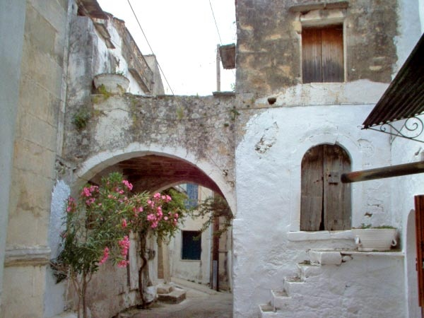 In the centre of a small Cretan village, approx. 8km from the next beach and 16km from the town of Rethymno, is coming for sale a big two storey building in need of major renovation, with some habitable rooms and small garden area...