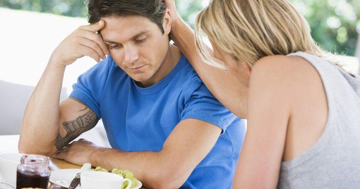 Cómo ayudar a tu novio con sus inseguridades y preocupaciones. Los sentimientos de inseguridad tienen un impacto devastador en una relación. Ser inseguro puede afectar la habilidad de una persona para mantener amistades sanas. Sin embargo, es normal que la gente se sienta ocasionalmente insegura cuando se enfrenta a problemas muy estresantes en una relación. Un signo de inseguridad en los hombres son los ...
