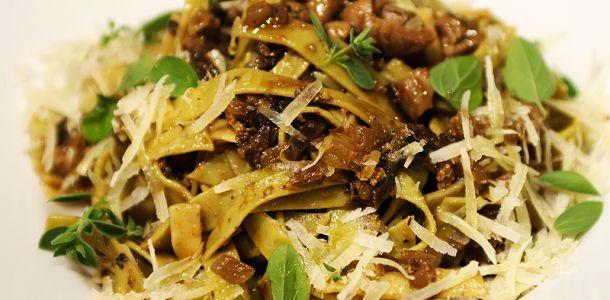 ITALIA -Paste cu sos de ficatei de pasare traditionale italiene.
