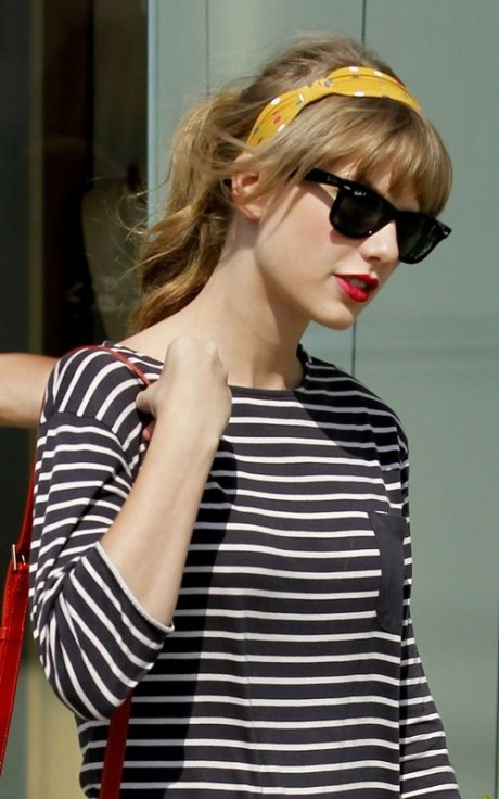stripes, head scarf, sunglasses, Taylor swift , style, spring summer