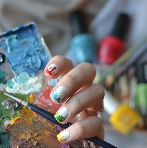 Manichiura in nuante diferite. Fara indoiala, acest model este unul dintre cele mai frumoase. (artistic colored nails manicure)