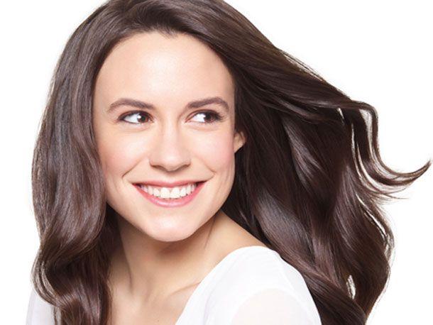 Was tun wir nicht alles für gesundes Haar, das glänzt und einfach gut aussieht: von genau 100 Bürstenstrichen am Tag über Meditation gegen