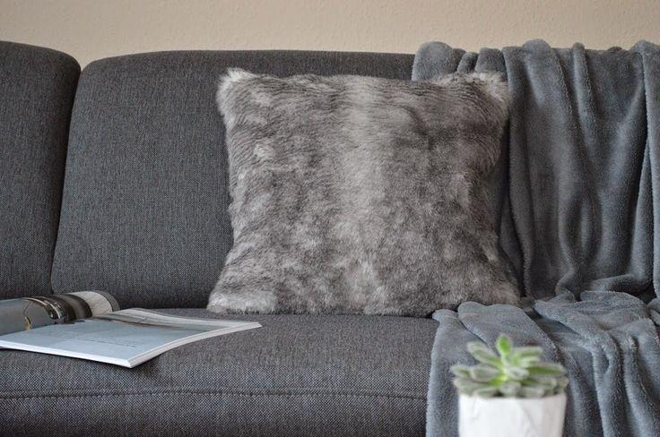nappali, kanapé, living room, sofa, grey, zara home pillow, blanket