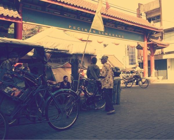 Semarang main ke Kanjengan Johar, lewat Pecinan. Dari dulu tetep nyaman :) | via @dody_wip