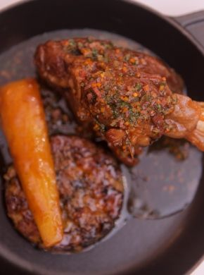 Great British Chef Alyn Williams pairs meaty and unctuous #WelshLamb shanks with a comforting parsnip and potato bubble and squeak for a richly wintry dish. Alyn's pressure cooked lamb shanks recipe is completed by a heady smoky bacon sauce.