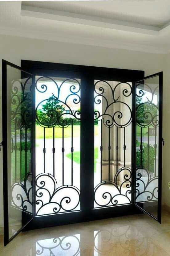 M s de 25 ideas incre bles sobre rejas de ventanas en for Puertas de hierro modernas para exterior