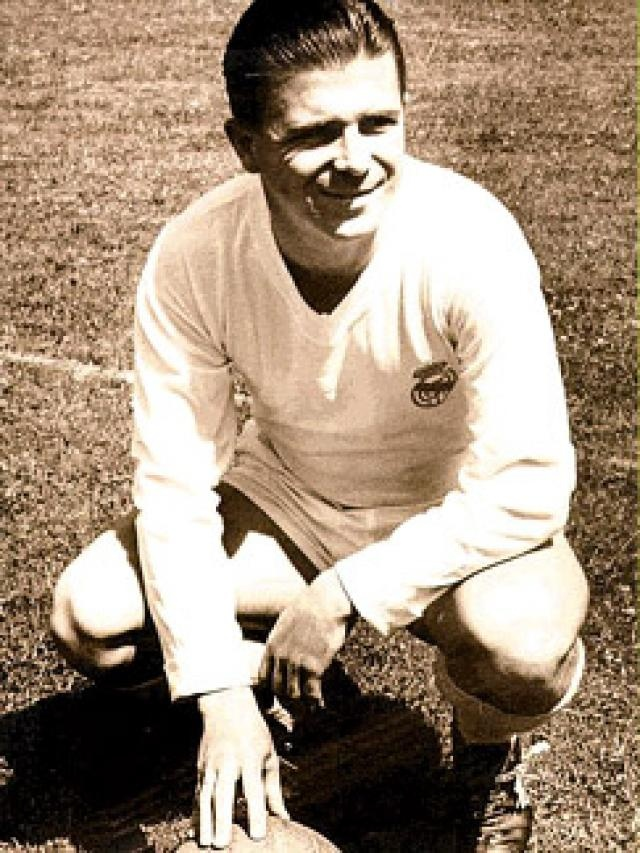 Puskas when he played for Real Madrid. Super Talented Player ~ With Super Skills