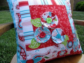 Sweet Divinity Pillow tutorial ~ the quilted fishPillowca Tutorials, Quilt, Flower Pillows, Fish, Spices Flower, Pillows Tutorials, Cushions Diy, Sugar And Spices, Pillowcases Tutorials