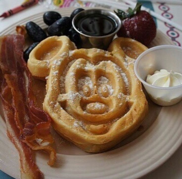 1000 Ideas About Mickey Mouse Pancakes On Pinterest Pancakes Chocolate Easter Eggs And Mouse