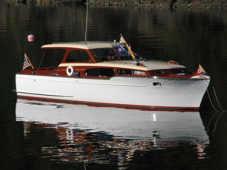 beautiful Chris Craft Commander