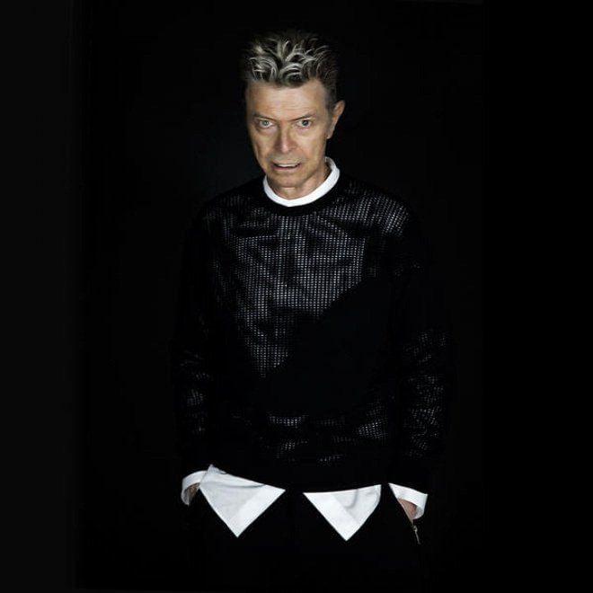 'Blackstar' di David Bowie è il disco in vinile più venduto della prima metà del 2016. L'album, uscito l'8 gennaio scorso (il giorno del suo 69mo compleanno e due giorni prima della sua morte), ha venduto finora 57.000 copie, staccando anche la campionessa delle campionesse Adele, che con il suo 'He…