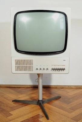 VINTAGE BRAUN 80-1 TELEVISION DESIGN BY DIETER RAMS 1964