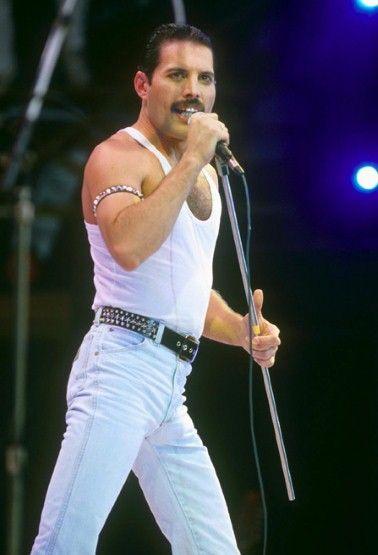 Freddie Mercury Teeth | ... which perfectly framed his equally famous teeth. – fashion.telegraph