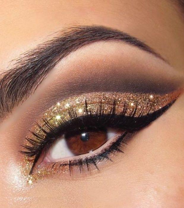 20 ideas de maquillaje para destacar ojos marrones: dorado con purpurina
