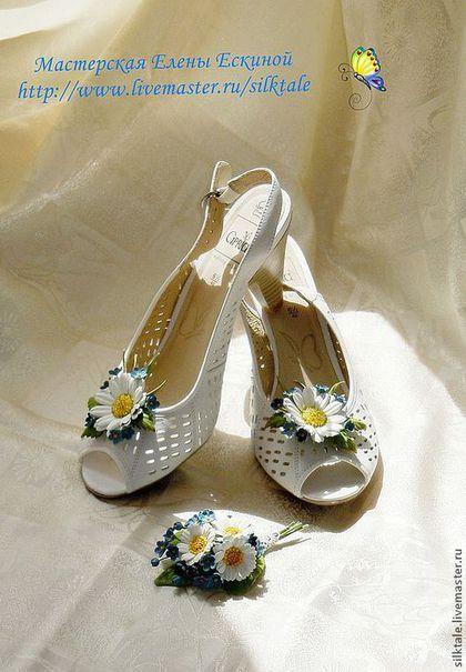 """Украшения для ножек ручной работы. Ярмарка Мастеров - ручная работа. Купить Клипсы для обуви """"Ромашка с незабудками"""" украшение для обуви. Handmade."""