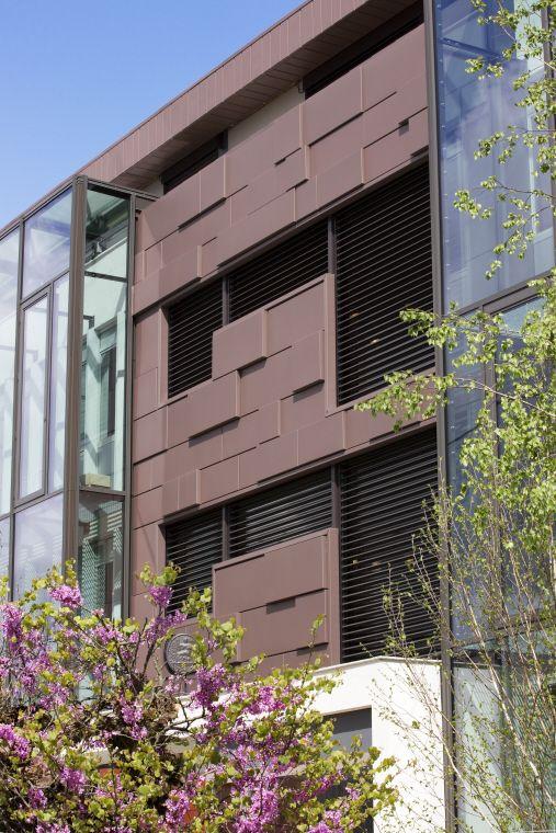 Etude notariale, Bordeaux (France) by Agence Teisseire & Touton  #zinc #pigmento #red #France #public buildings #facade