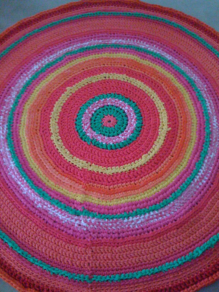 Alfombra 1,50 mts de diámetro, crochet con totora de algodón.