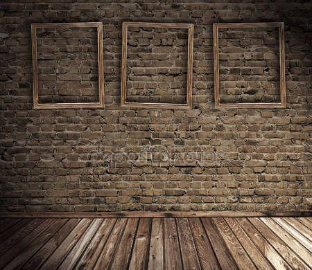 Downloaden - Oude grunge interieur met lege frames tegen muur — Stockbeeld #1177368