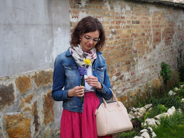pink maxiskirt & denim jacket