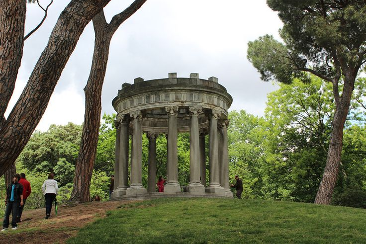 El Parque Capricho, Madrid one of four parks to visit during a spring visit to Spain.