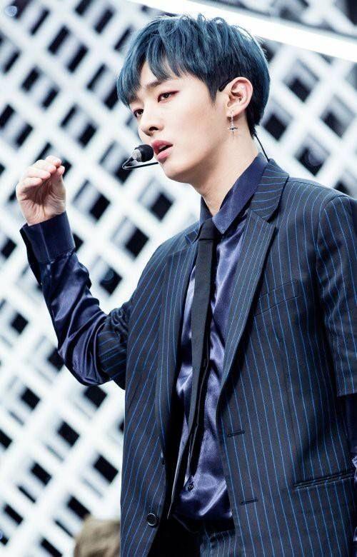 Yoon jisung at Inkigayo