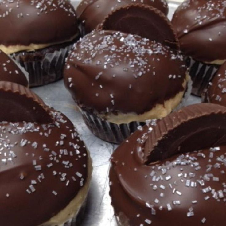 Who doesnt love the great taste of peanut butter and chocolate?! These rich cupcakes will satisfy any sweet tooth! Easy to make. I made them for my family and they ate them all up. A total party hit!
