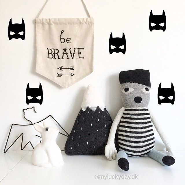 Be Brave  Wallstickers 115 | Be Brave flag 79 | Bat bøjle 119 | Kanin sparebøsse 145 | Strikket bjergpude 479 | Uffie Doll 699 #myluckydaydk #wallflag #wallstickers #homelycreatures #littlepopstudios #luckyboysunday