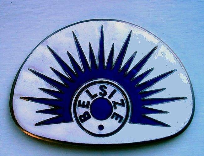 La marque de voitures anglaise Belsize fut fondée en 1897, la Belsize Motors Ltd., Clayton, Manchester, et cessa son activité en 1925.