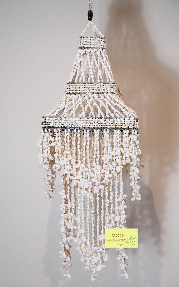 Bohemian shell chandelier . Schelpen lamp