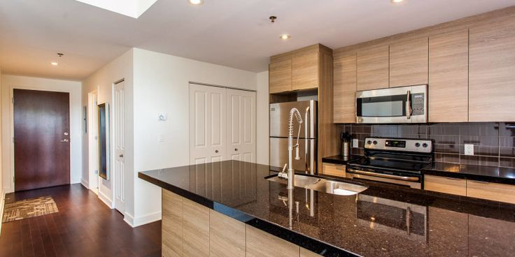 Rent Montreal condo located in the center of Montreal's Cotes-des-Neiges area (5150 Buchan), walk to Namur metro station, restaurants and a grocery store.