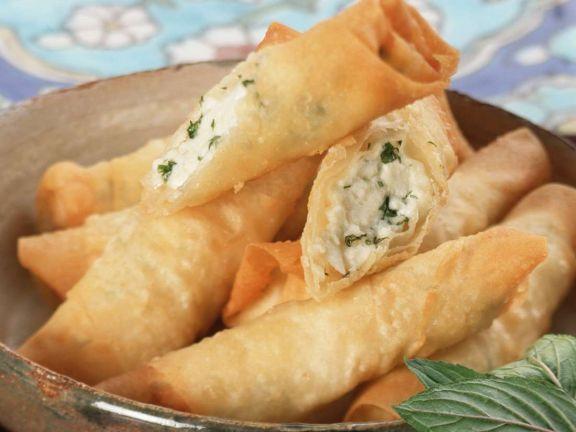 Käse-Yufka-Röllchen ist ein Rezept mit frischen Zutaten aus der Kategorie Käse. Probieren Sie dieses und weitere Rezepte von EAT SMARTER!