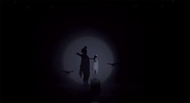 ドローンと人間と、光と影の詩的なバレエ:ライゾマ×イレブンプレイ