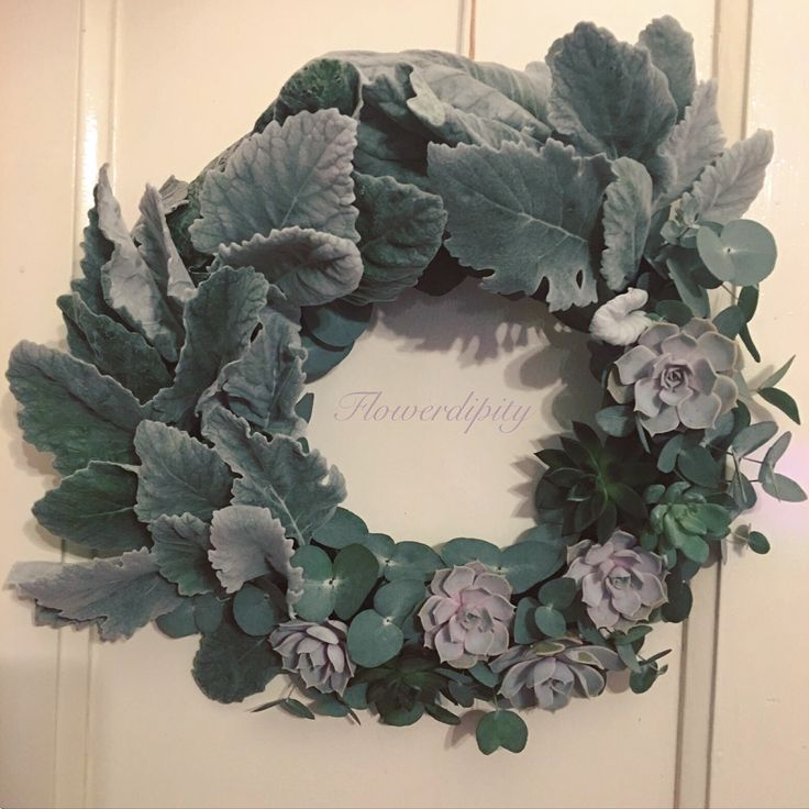 Silver winter wreath #flowerdipity #christmas #wreath #fresh #succulents #echeveria #silver #leaves #natural #decoration #elegant #design