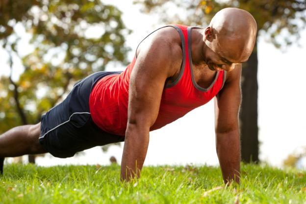 Pour gagner en puissance ou pour l'esthétique, les bras sont souvent sollicités pendant les séances de musculation..