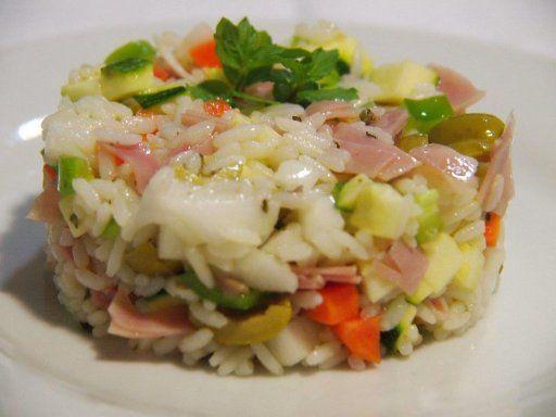 Ensalada de arroz, jamón y queso
