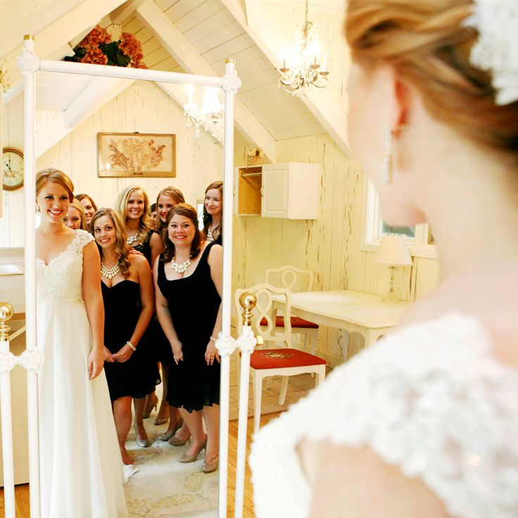 Cool Wedding Pics Ideas: Love This Mirror Shot Of The Bride And Her Bridesmaids