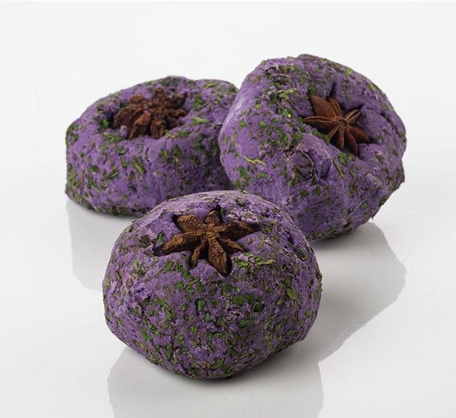 The Witches' Ball - A blend of herb and spice essential oils gives The Witches' Ball a crisp, Autumnal fragrance that's perfect at this time of year. Sage, myrrh, peppermint, rosemary, parsley and clove all combine for a bewitching bathtime experience.