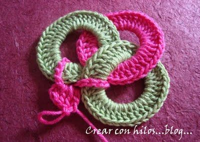How To Crochet Circles Together :Tutorial