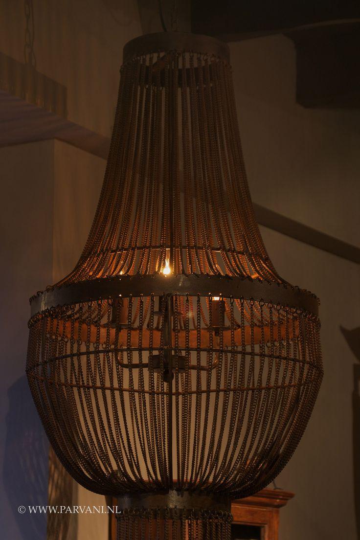 """Hanglamp, kroonluchter """"Pistache"""" Hoffz. groot, ijzeren kettingen."""