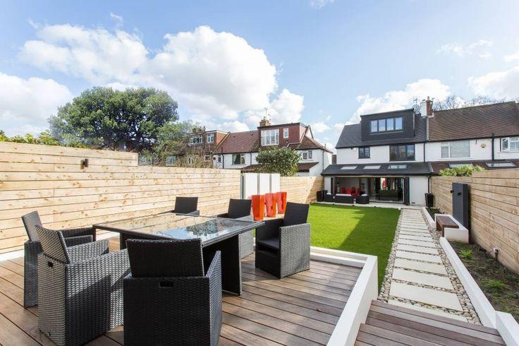 Whitton Drive: Modern Garden  by GK Architects Ltd