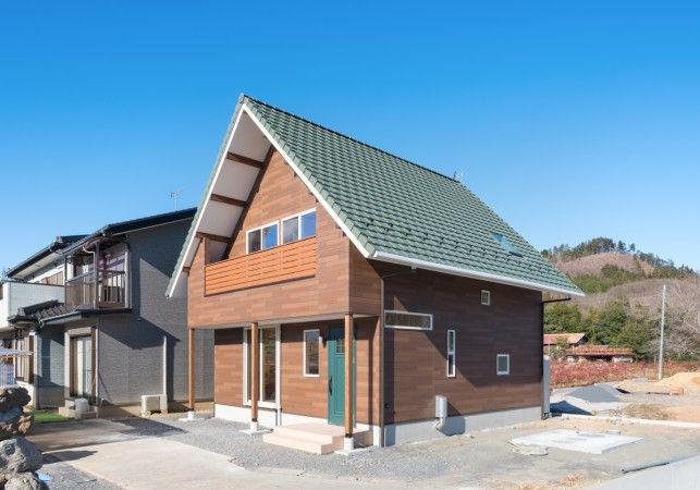 施工事例 10寸勾配の大きな三角屋根 光が差し込む木の家 With