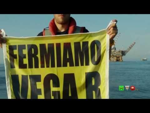 Greenpeace in azione presso la Piattaforma VEGA A - www.HTO.tv