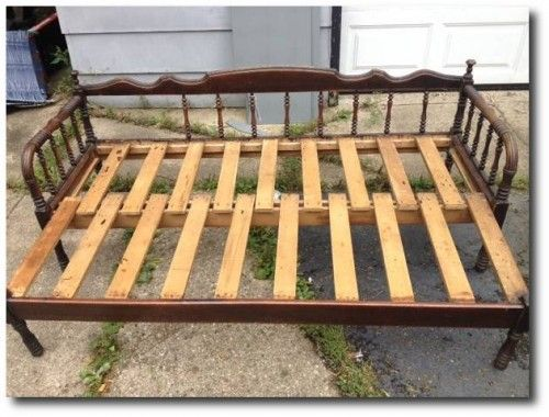 Antique Jenny Lind pull-out Day Bed - $125 (Island Lake)