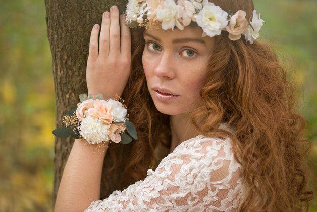 Armband und Kopfschmuck mit Blumen, Accessoire, Hochzeit / flowers bracelet and headband for your wedding made by magaela via DaWanda.com