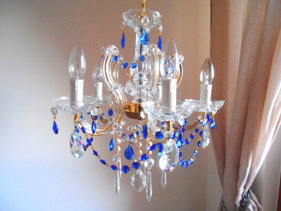in saldo SOGNO VENEZIANO Piccolo lampadario vintage 5 luci stile Maria Teresa, critalli blu e perle on Etsy, €324,21