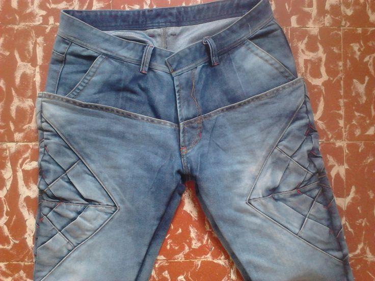 #pantalón #jeans doble fass, con origami en costados, bolsillo padrino en delantero y bolsillo ojal (ribete) en posterior #modazeus
