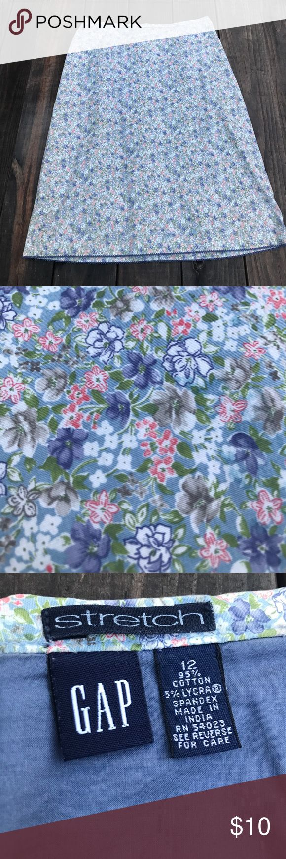 Floral GAP stretch skirt Really cute floral gap stretch skirt size 12, 95% cotton 5% Lycra. Fully lined has zipper in back super cute skirt. I'm 5'7 and it comes below my knees. There's no slit in this skirt. GAP Skirts